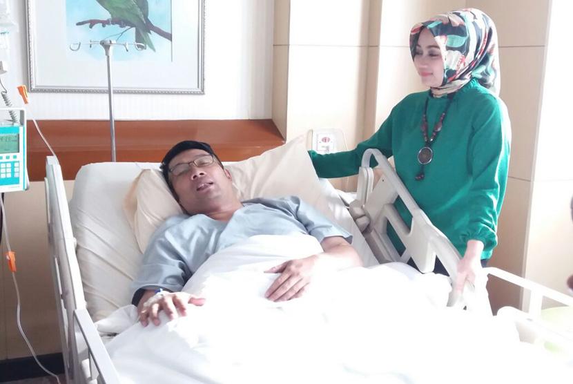 Wali Kota Bandung Ridwan Kamil, kondisinya mulai membaik, trombositnya pun sudah mulai meningkat lagi. Pria yang akrab disapa Emil itu mulai bisa dijenguk oleh semua pejabat di lingkungan Pemkot Bandung, Selasa (10/1).