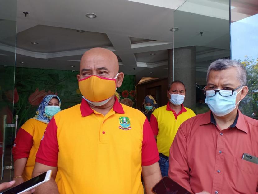 Wali Kota Bekasi Rahmat Effendi (kiri)