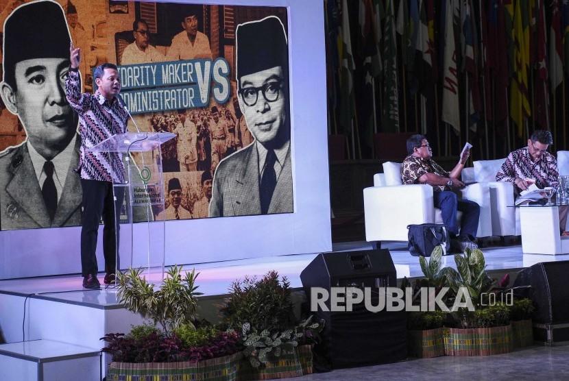 Wali Kota Bogor Bima Arya menyampaikan paparannya saat diskusi nasional di Gedung Konferensi Asia Afrika, Kota Bandung, Jumat (5/4).