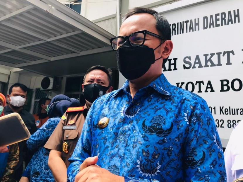 Wali Kota Bogor, Bima Arya Sugiarto di RS Lapangan Kota Bogor, Senin (19/4).