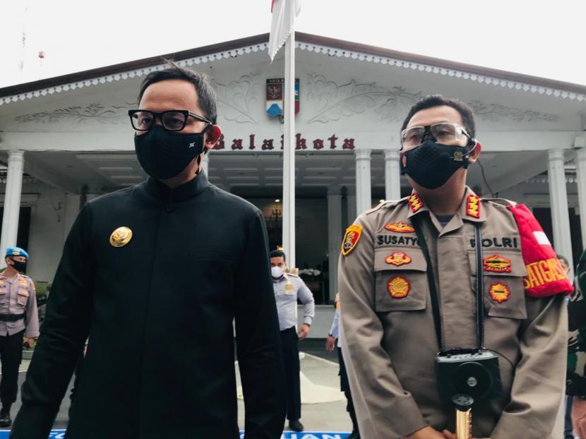 Kapolresta Bogor Kota Kombes Pol Susatyo Purnomo Condro (kanan) dan Wali Kota Bogor Bima Arya Sugiarto