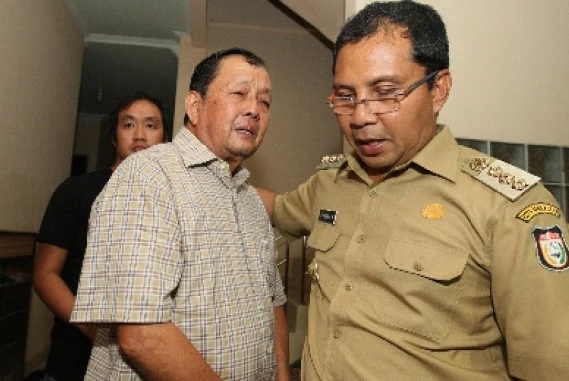 Wali Kota Makassar Danny Pomanto (kanan).
