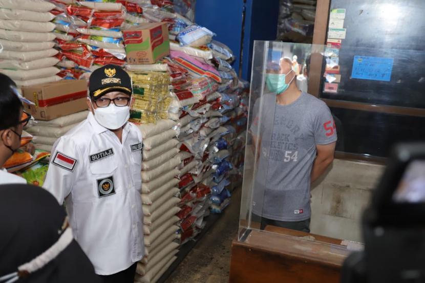 Wali Kota Malang, Sutiaji, beserta jajaran memantau harga bahan pokok di sejumlah titik Kota Malang, Rabu (28/4).