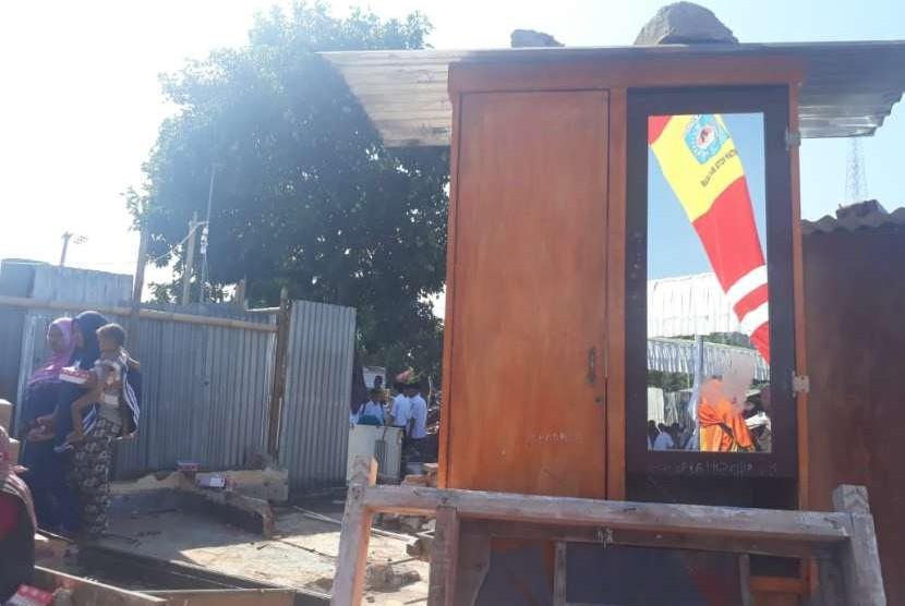 Wali Kota Mataram Ahyar Abduh secara resmi memulai pembangunan rumah instan sederhana sehat (Risha) dan rumah instan konvensional (Riko) di Lingkungan Pengempel Indah, Kelurahan Bertais, Kecamatan Sandubaya, Mataram, NTB, Rabu (3/10).