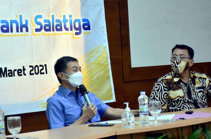 Wali Kota Salatiga, Yuliyanto, saat memberikan pengarahan dalam kegiatan Pelatihan Kepemimpinan Perumda BPR Bank Salatiga, yang dilaksanakan di Graha Persada, Bandungan, Kabupaten Semarang.