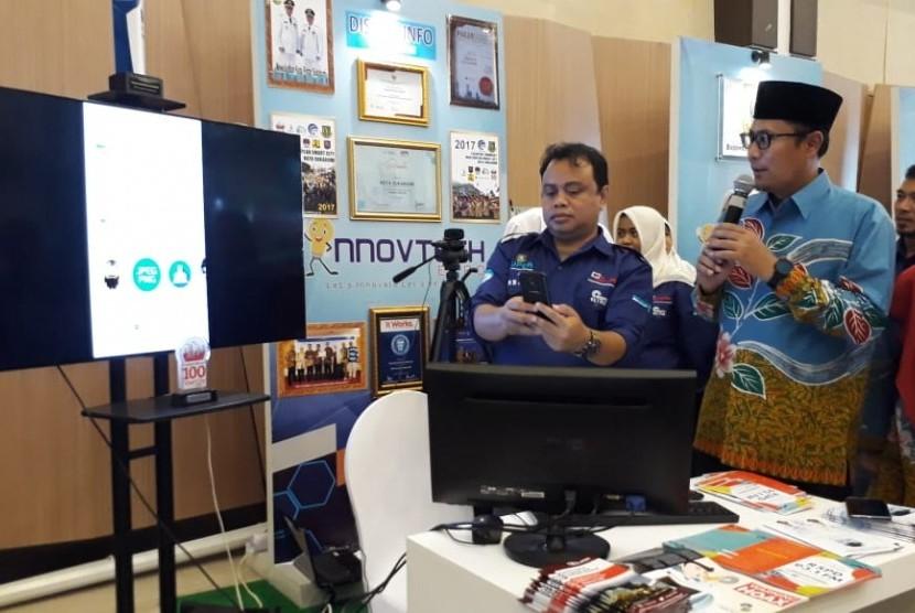 Wali Kota Sukabumi Achmad Fahmi meluncurkan program aplikasi Sukabumi Participated Responder (Super) untuk mempermudah warga menyampaikan pengaduan dan kritikan kepada pemerintah Senin (17/12).