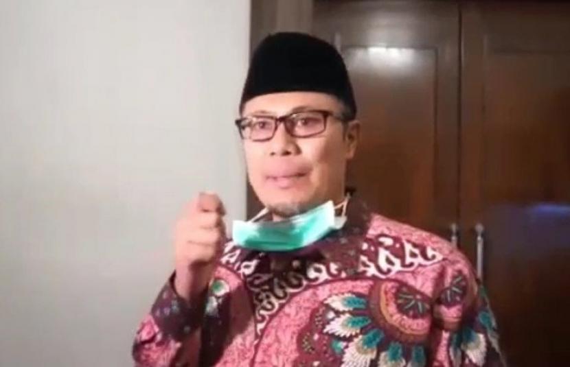 Wali Kota Sukabumi Raih Penghargaan dari BKKBN. Wali Kota Sukabumi Achmad Fahmi.