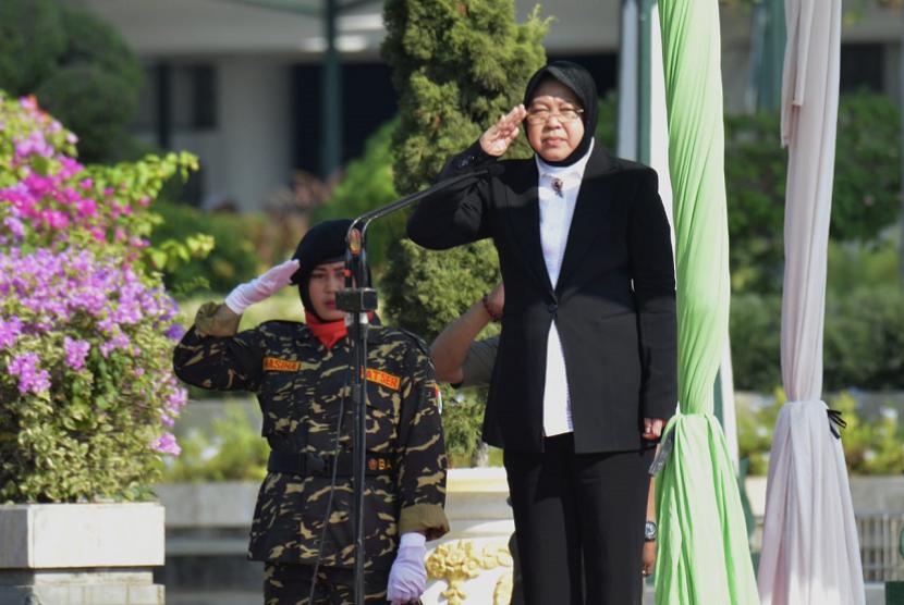 (Ilustrasi) Wali Kota Surabaya Risma saat memimpin Apel Hari Santri