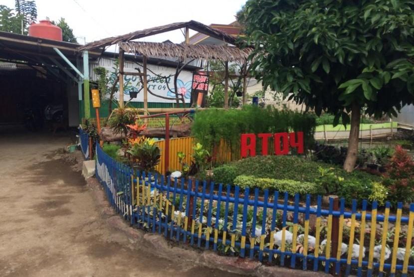 Wali Kota Tasikmalaya Budi Budiman meresmikan kampung ramah anak di RW 03, Kelurahan Sukamanah, Kecamatan Cipedes, Kota Tasikmalaya, Jumat (28/6).