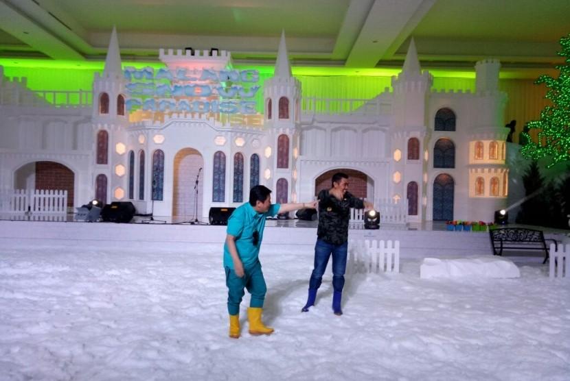 Walikota Malang, Mohammad Anton meresmikan wahana baru bernuansa salju,