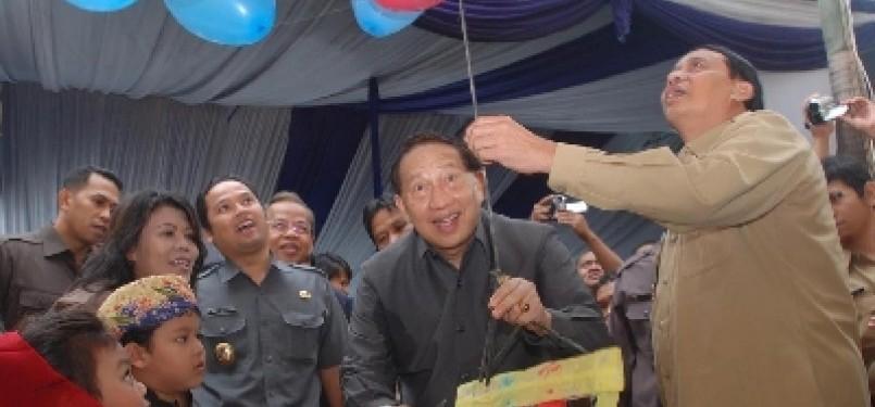 Walikota Tangerang Wahidin Halim (kanan).
