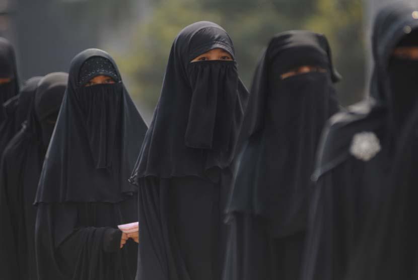 wanita bercadar wanita memakai cadar ilustrasi  140523142527 262