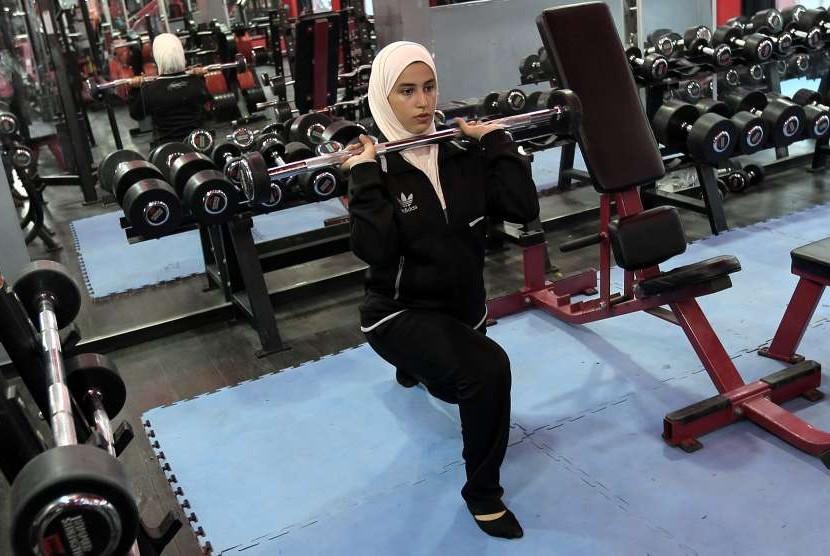 Wanita berolahraga.