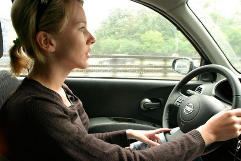 Tips Langkah-Langkah Pertama Dalam Belajar Mengemudikan Mobil Transmisi Manual