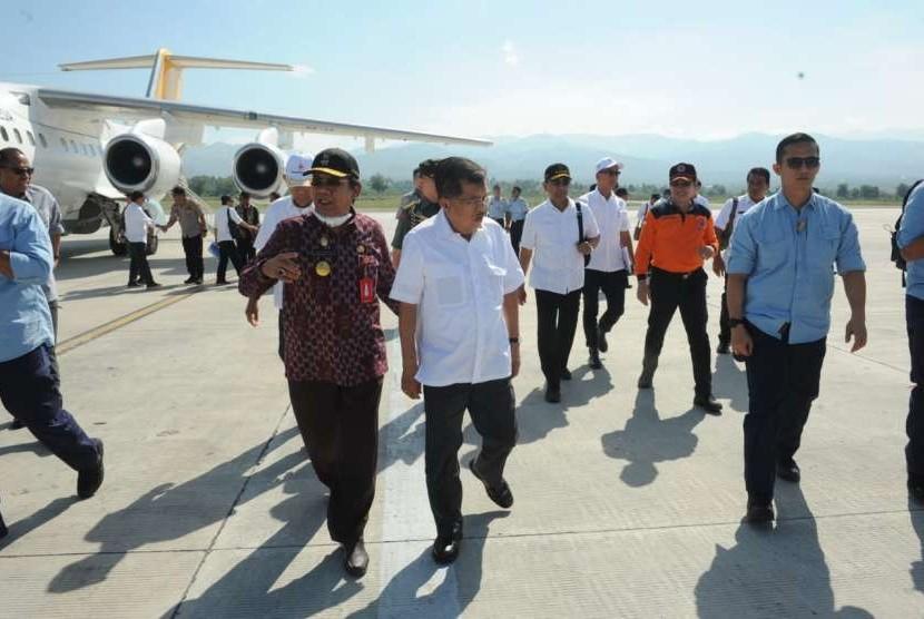 Wapres Jusuf Kalla tiba di Bandara Mutiara SIS Al Juftie Palu, Sulawesi Tengah, Jumat (5/10/18) saat tinjau dampak gempa dan tsunami di Palu-Donggala-Sigi.