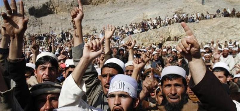 Warga Afghanistan menggelarkan aksi demonstrasi anti-Amerika menyusul insiden pembakaran alquran di Kamp Militer Amerika Serikat.