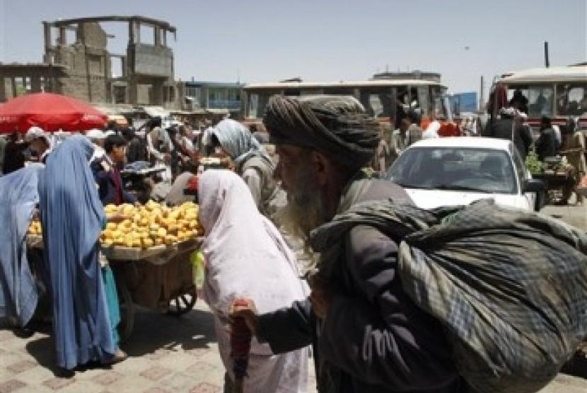 Bentrokan Meningkat, Taliban Sasar Titik Strategis. Foto:  Warga Afghanistan yakin konflik di wilayahnya sengaja dipelihara dengan terus menghidupkan Taliban.
