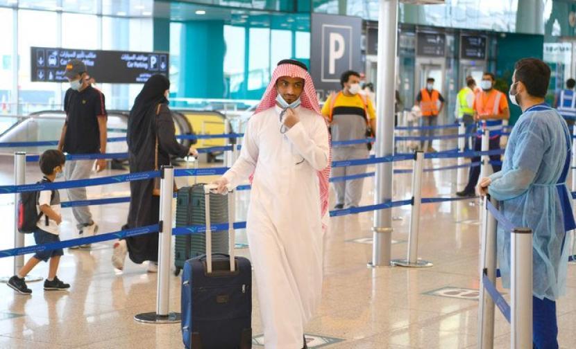 Warga Arab Saudi di bandara.
