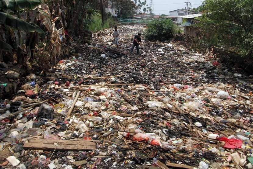 Sungai Mengering Kini Jadi Tempat Pembuangan Sampah Republika Online
