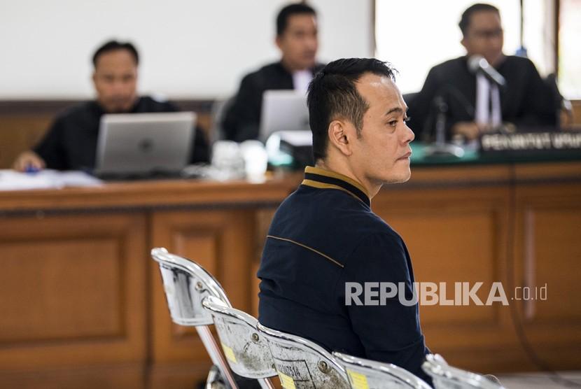 Warga binaan Lapas Sukamiskin yang juga terdakwa kasus suap kepada mantan Kalapas Sukamiskin Wahid Husen, Fahmi Darmawansyah menjalani sidang perdana di PN Bandung, Jawa Barat, Rabu (12/12/2018).