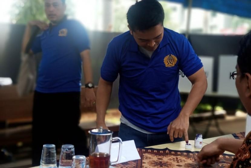 Warga Binaan Rutan Cipinang, Lapas Cipinang dan Rutan Narkoba Cipinang menggunakan hak pilihnya di tujuh TPS yang di bentuk di Kompleks Rutan Cipinang, Rabu (17/4).