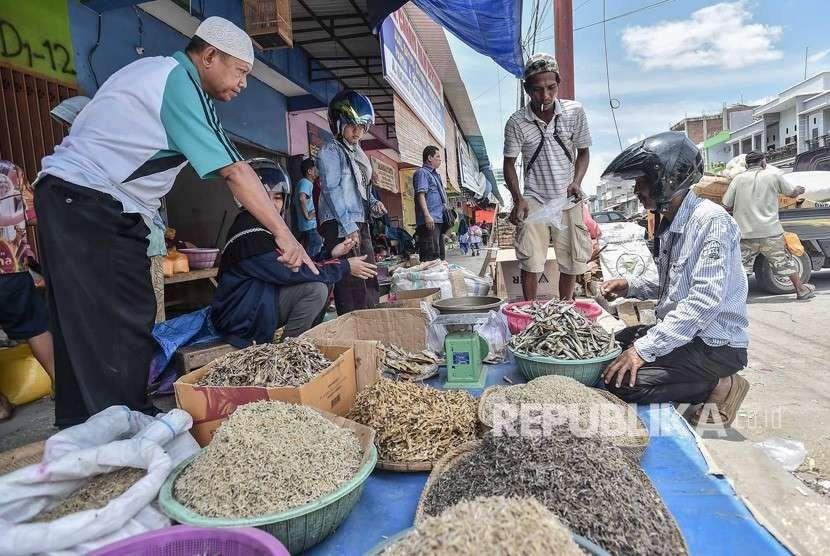 Trading activity begins at Manonda Market, Palu, Central Sulawesi, Thursday (Oct 4).