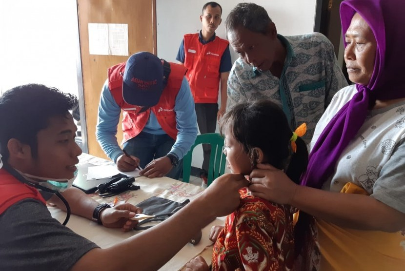 Warga Desa Cemarajaya, Kecamatan Cibuaya, Kabupaten Karawang, sangat terbantu dengan adanya posko kesehatan yang dibuka Pertamina Hulu Energi (PHE) ONWJ.