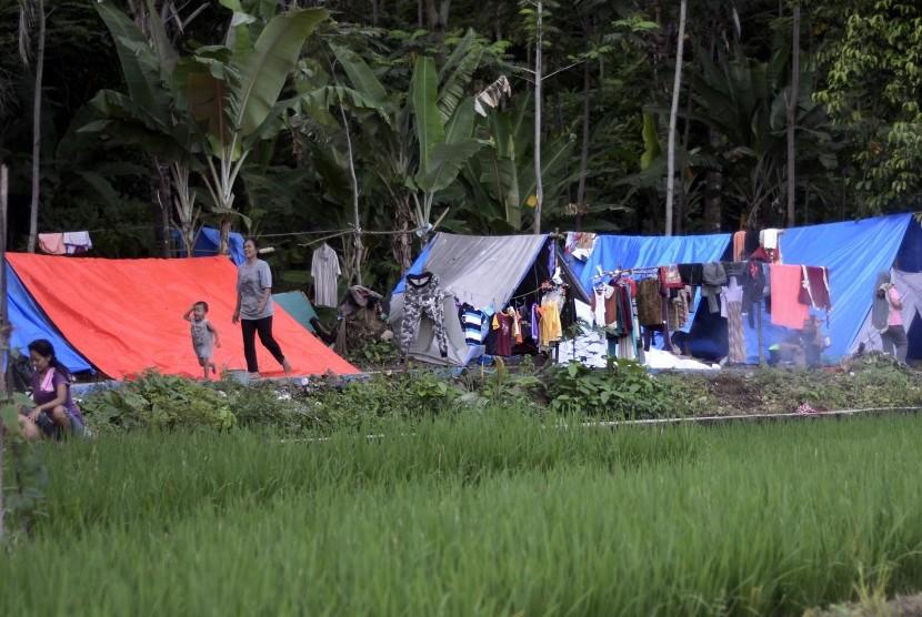 Warga Desa Sukaraja yang mengungsi di lereng Rajabasa, Lampung Selatan, Lampung. (Ilustrasi)