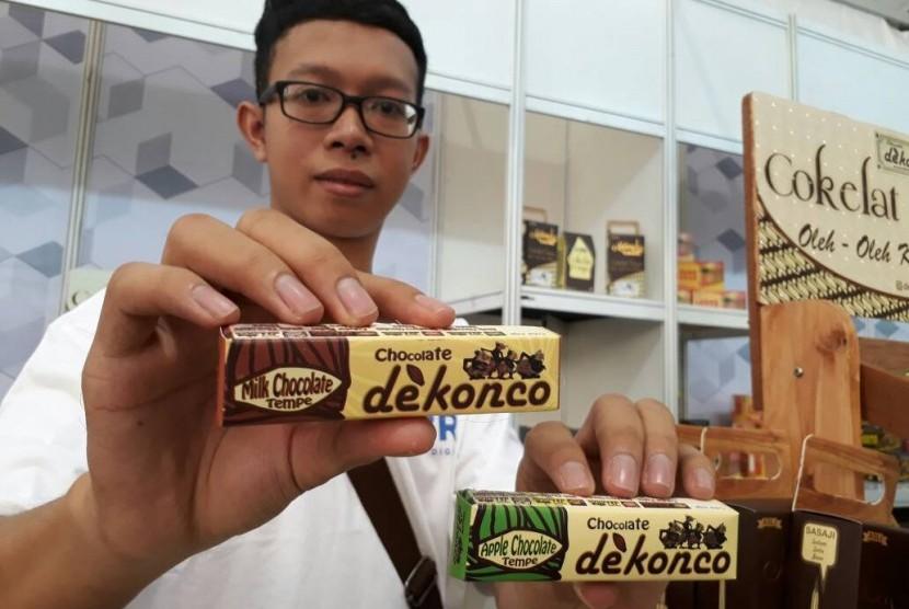 Warga Kota Malang bernama Yoga Surya Pratama memperkenalkan cara baru menikmati coklat yakni dengan cita rasa tempe.