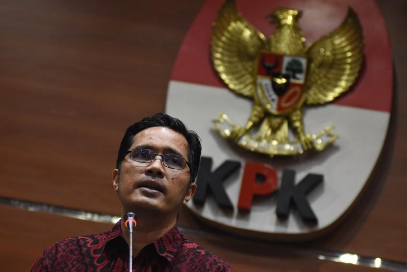 Juru bicara KPK Febri Diansyah memberi keterangan pers di Gedung KPK, Jakarta, Selasa (18/12/2018).