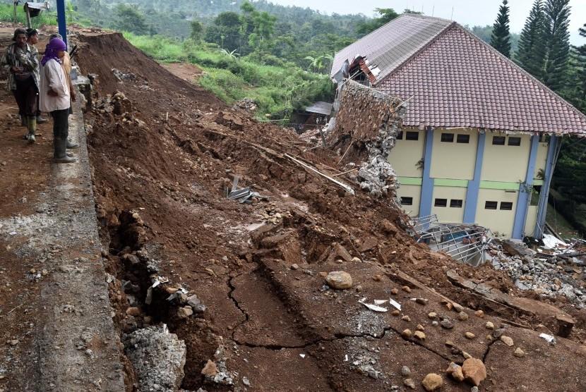 Tanah longsor di wilayah Kabupaten Semarang. (ilustrasi)