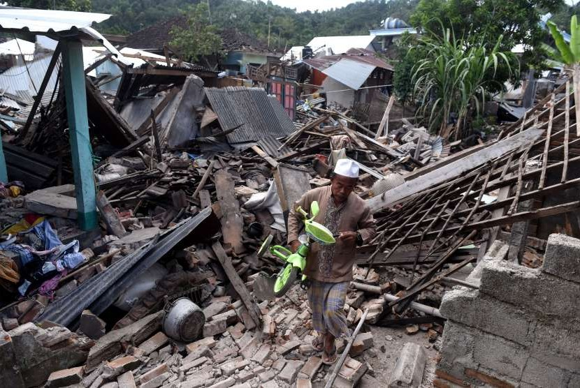 Houses damaged by earthquakes in Lombok, West Nusa Tenggara.