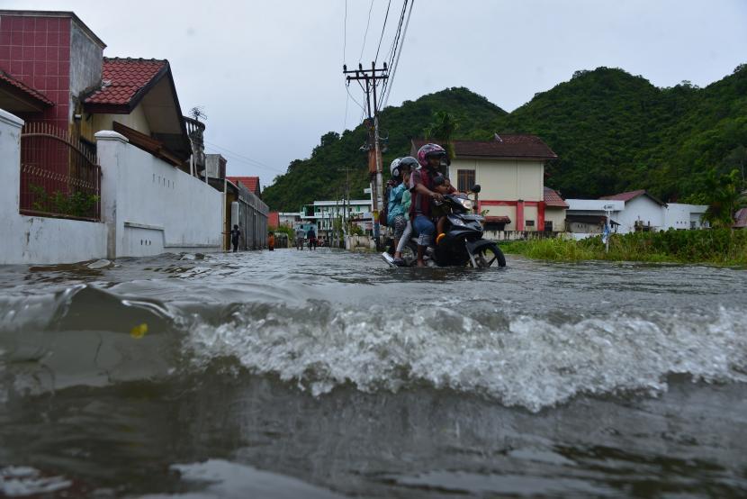 412 Warga Mengungsi Akibat Banjir Dan Longsor Di Aceh Besar Republika Online