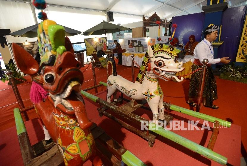 Warga mengunjungi pameran peradaban Islam Nusantara sebagai salag satu bagian dari Islam Nusantara  (ilustrasi)