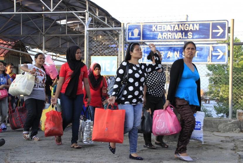 Warga negara Indonesia (WNI) yang dipulangkan dari Malaysia (Foto hanya ilustrasi).