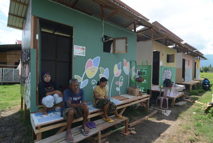 Evacuees inhabit temporary settlements (Huntara) in Sidera, Sigi, Central Sulawesi, Monday (Nov 12).