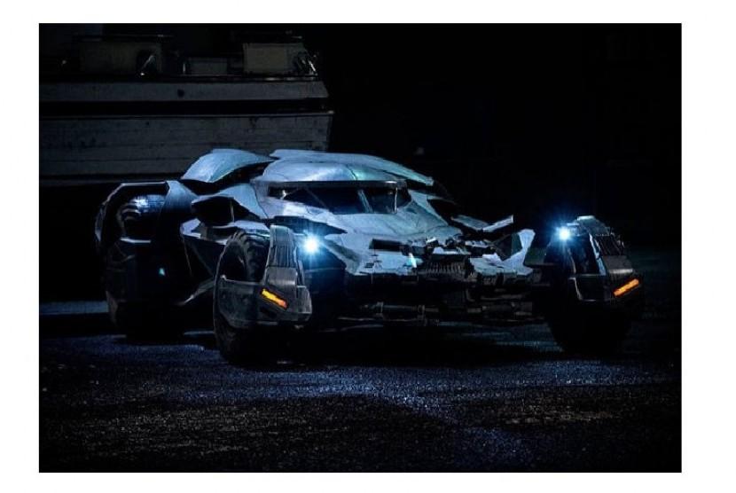 Warner Bros Tambah Koleksi Batmobile di Paket Tur Terbaru