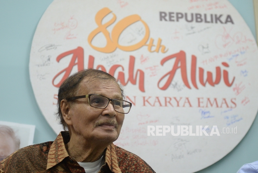 Wartawan senior Republika Alwi Shahab menghadiri Syukuran 50 Tahun Karya Emas Abah Alwi di Kantor Republika, Jakarta, Rabu (31/8). (Republika/ Wihdan)