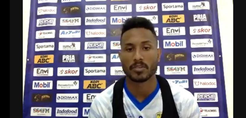 Wawancara daring dengan pemain depan Persib Bandung, Wander Luiz beberapa waktu lalu.