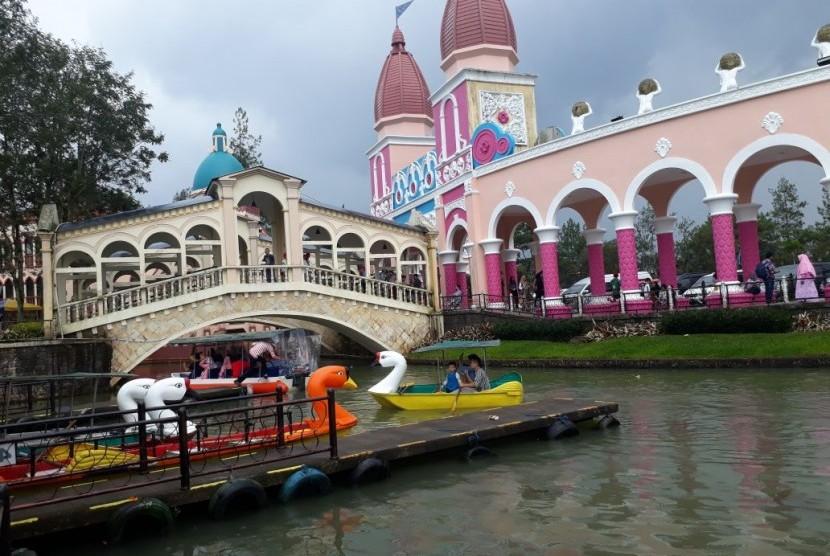 Wisata eksotik ala Venesia (Little Venice) di Kota Bunga, di Puncak, Cianjur, Jawa Barat.