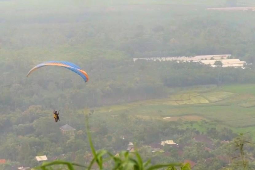 Wisata olahraga paralayang di Batang, Jawa Tengah