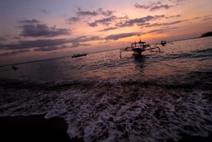 Wisata pantai (ilustrasi).