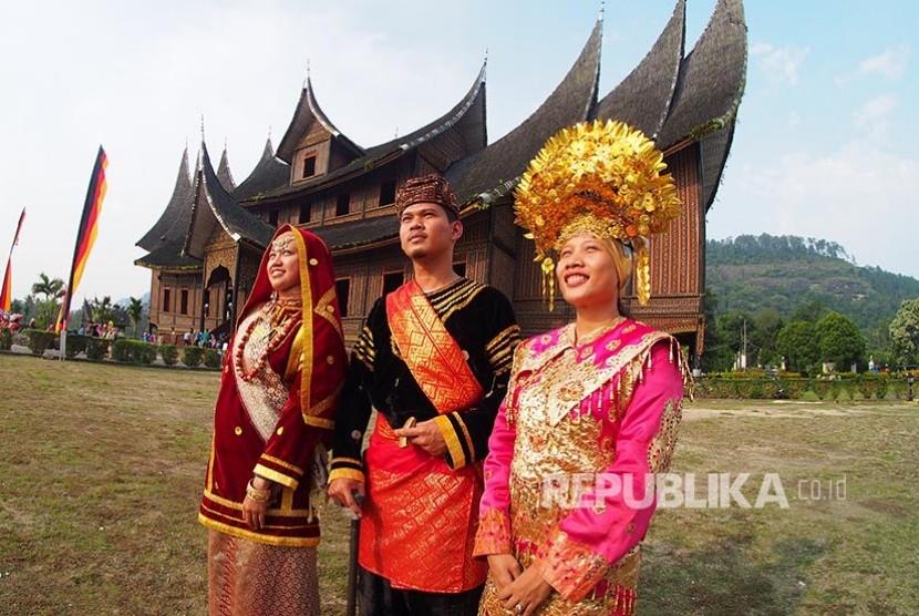 Sejam Menjadi Pengantin Minang Di Istana Pagaruyung 2 Republika Online