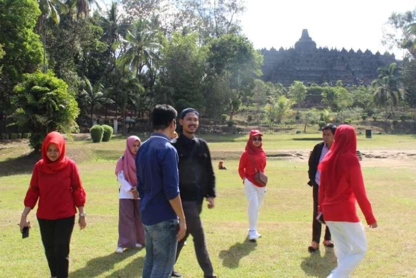 Wisatawan di Candi Borobudur, Magelang, Jawa Tengah