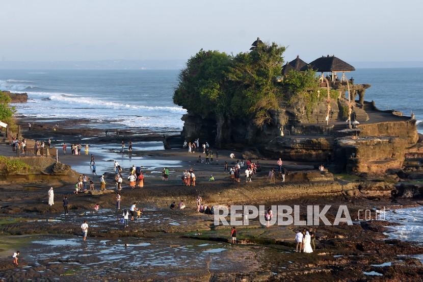 Pantai Tanah Lot, Tabanan, Bali (ilustrasi). Pariwisata Indonesia didorong untuk lebih berkelanjutan.