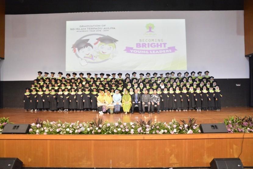 Wisuda ke IV angkatan 2018/2019 bagi 116 siswa SD Auliya, Ahad lalu.