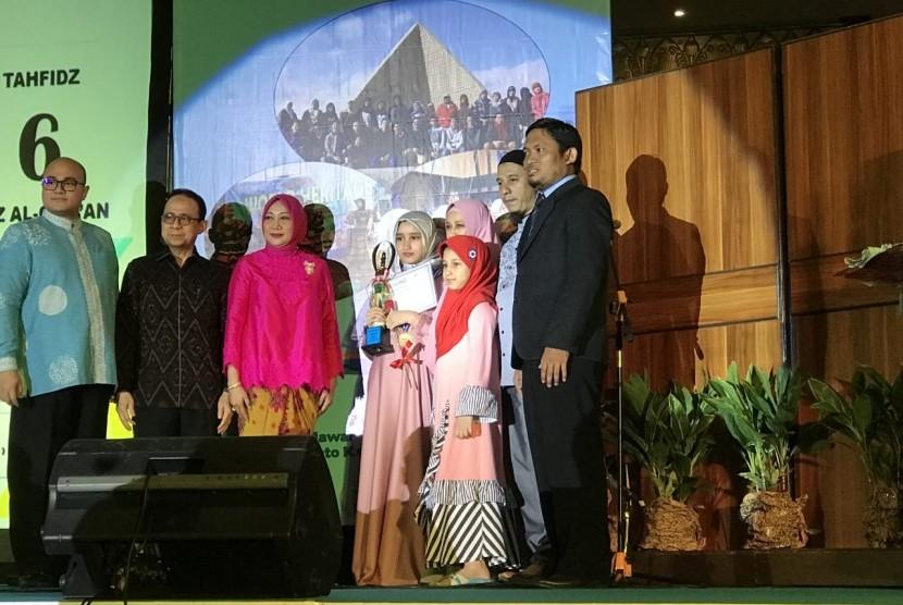 Wisuda kelulusan tahun ajaran 2018 siswa Sekolah Islam Terpadu TK-SD-SMP Madina Islamic School. Dengan mengangkat tema Follow Your Dream to Reach Your Goals, Selasa (26/6).