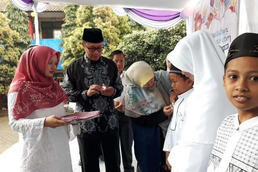 (Ilustrasi) Wisuda Tahfizh Alquran. Wali Kota Sukabumi Achmad Fahmi menghadiri wisuda tahfizh Alquran siswa SDN CBM Suryakencana Kota Sukabumi Rabu (6/3). Sekolah SD itu menjadi yang pertama menggiatkan ekstrakurikuler tahfidz Alquran dan melahirkan penghapal Alquran.