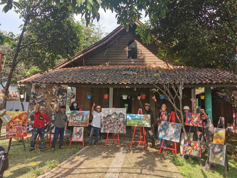 Workshop dan melukis bersama yang berlangsung selama dua hari di Imah Budaya Cigondewah, Bandung,