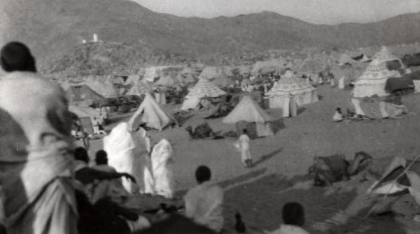 Orang Banjar Kalimantan dikenal punya ghirah untuk menunaikan haji. Wukuf di Arafah tagun 1935.